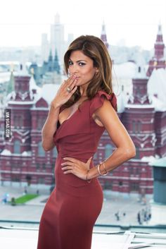 Eva Mendes and Ryan Gosling: The Super-Private Couple Have Been Together Since 2011 - Celebrities Female Hottest Female Celebrities, Hollywood Celebrities, Celebs, Jessica Biel, Eva Mendes And Ryan, Eva Mendes Body, Eva Mendes Hair, Deep Autumn, Sexy Women