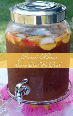 Summer Peach Tea Punch family-size tea bags 2 cups loosely packed fresh mint leaves 1 bottle peach nectar can frozen lemonade concentrate, thawed cup Simple Sugar Syrup 1 bottle ginger ale, chilled 1 bottle club soda, chilled Garnish: fresh peach wedges) Tea Punch Recipe, Punch Recipes, Drink Recipes, Tea Recipes, Dessert Recipes, Party Drinks, Cocktail Drinks, Fun Drinks, Detox Drinks