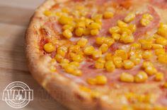 Pizza Americana (Tomato sauce, cheese, ham, corn)