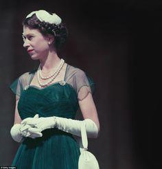 Archives : Elizabeth II à Canberra en 1954 - Noblesse & Royautés