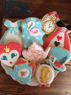 Alice in Wonderland Biscuits Fancy Cookies, Cute Cookies, Cupcake Cookies, Sugar Cookies, Circus Cookies, Iced Cookies, Alice In Wonderland Birthday, Alice In Wonderland Tea Party, Mad Hatter Party