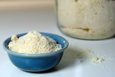 Almond Flour is great for gluten free cooking. Here's some tips on almond flour uses, and why blanched almond flour is a good choice. Almond Flour Recipes, Gf Recipes, Gluten Free Recipes, Whole Food Recipes, Almond Meal, Almond Butter, Pizza Recipes, Sem Gluten Sem Lactose, Sin Gluten