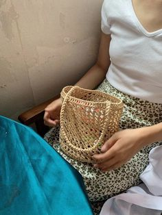 Crochet Chart, Crochet Stitches, Knit Crochet, Crochet Patterns, Crochet Clothes, Diy Clothes, Knit Basket, Basket Bag, Crochet Bookmarks