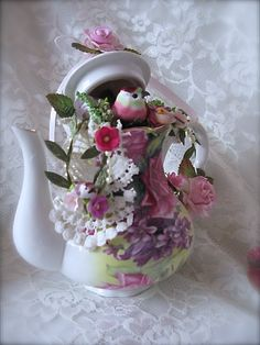 This shabby chic tea set was a overnight idea. I used flowers, ribbon, pearls, mushroom birds, lace and other embellishments. Teapot Crafts, Cup Crafts, Cup And Saucer Crafts, Floating Tea Cup, Tea Cup Art, Pink Teapot, Victorian Crafts, Tea Party Table, Tee Set