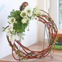 Wreath: Spring has come! Flower Arrangements, Glass Vase, Wreaths, Natural, Spring, Green, Flowers, Inspiration, Home Decor