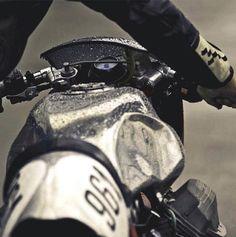 Virage8_Moto Guzzi under the rain