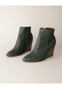 Love these boots!  Stylish, and yet would not break my neck!  Or my nose!