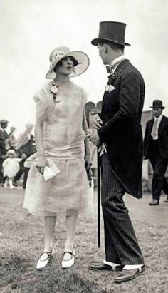 1920's fashion, Ascot Fashions, June 1925, Photo by Topical Press Agency, Getty Images vintage fashion style women white day dress silk organza 20s hat gloves shoes