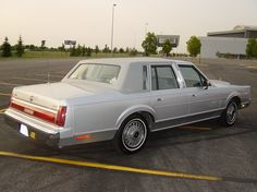 Had this same exact Lincoln Town Car Years Ago!  Nicest and smoothest riding car ever!