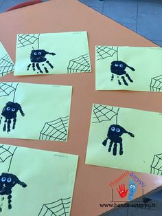 Ragnetti di Halloween con Impronte | Impronte Mani | Lavoretti bambini Halloween Crafts For Kids, Halloween Activities, Halloween 2018, Scary Halloween, Holiday Crafts, Toddler Crafts, Preschool Crafts, October Crafts, Summer Art Projects