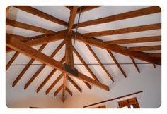 La Villa pertenece a la tipología clásica edificatoria ¨Alqueria¨.Rehabilitada en 2011 reservando y actualizando su material de origen de estructura, dandole un aire moderno a sus interiores.