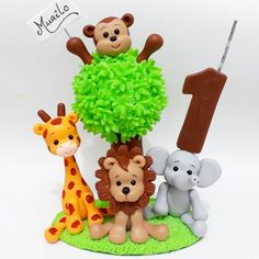 Topo de bolo Safari! #biscuit #safari #safariparty #festainfantil #festasafari #topodebolo #safarimenino #decoracaodefesta #porcelanafría #artesanato Jungle Cupcakes, Jungle Theme Cakes, Safari Cakes, Safari Party, Safari Theme, Sah Biscuit, Hobbies And Crafts, Diy And Crafts, Rodjendanske Torte