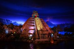 Epcut center   ... Photo Galleries - Pyramid at Mexico's pavilion at EPCOT Center
