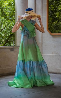 Cotton Gowns, Chic Outfits, Dress Outfits, Dress Shoes, Fashion Show Collection, Mode Inspiration, Fashion 2020, Fashion Fashion, Woman Fashion