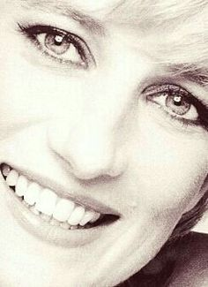 Princess Diana as such a beautiful woman, inside and out! Lady Diana Spencer, Diana Son, Princess Diana Family, Royal Princess, Princess Of Wales, Elisabeth Ii, Mario Testino, Queen Of Hearts, Commonwealth