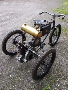 Bicycle or motorbike? Trike Bicycle, Trike Motorcycle, Motorized Bicycle, Bicycle Engine, Drift Trike, Mini Bike, Custom Trikes, Antique Motorcycles, Motorised Bike
