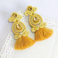 #fashion #venezuela #fashiondesign #glam #madeinvzla_ #hechoamano #handmade #talentonacional #yousodiseñovenezolano #soutache #style #zarcillos #soutachejewelry #accessories #accesorios #diseñovenezolano #trendy #designersvenezuela #designs #bijoux #chic #collar #talentovenezolano #earrings #necklace #aretes #tuatuendovenezolano #earringshandmade #vitrinahechoenvenezuela #vitrinavenezuela Soutache Necklace, Beaded Tassel Earrings, Tassel Jewelry, Beaded Earrings, Earrings Handmade, Beaded Jewelry, Jewelery, Handmade Jewelry, Soutache Tutorial