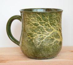Sgraffito One Tree Mug in Shades of Green por MuddyRaven en Etsy