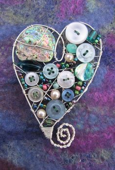 Wirework Heart Shaped Brooch.  Easy to make as pendant or even earrings.
