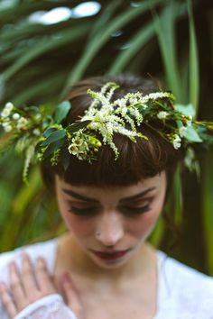Floral crown made with fresh white flowers | Photography by http://www.shelleyrichmond.co.uk/