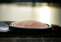 Opalizujący puder Złoty Brąz Lavera. Recenzja na blogu Angel - Kosmetyki bez tajemnic.