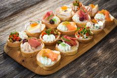 Finger foods have been around for a long time and over the years; Find out how finger food has evolved Light Appetizers, Mini Appetizers, Appetizer Recipes, Cold Finger Foods, Party Finger Foods, Silvester Snacks, Food Menu, Food La, Food Inspiration