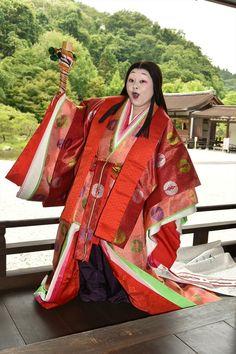 Naomi Watanabe (c) TV Asahi She is dressed in junihitoe