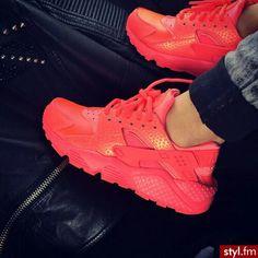 Red Nike Hurarche