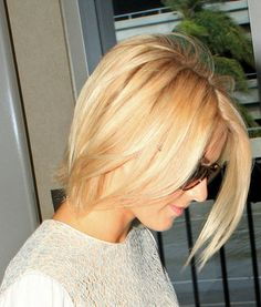 Julianne Hough short layered haircut
