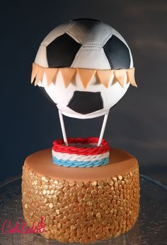 Soccer, world cup, orange, gold, confetti, air balloon, Dutch team, Netherlands, champions cake. Voetbal, WK, luchtballon, oranje, goud, Nederlands team taart