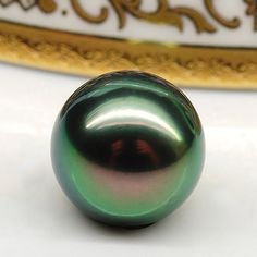 Peacock Tahitian Pearl.  Isnt this beautiful? Yet another treasure from the bounty surrounding us all.  ti/GcF.