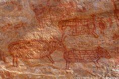 Pinturas rupestres na regiao do Caldeirão dos Rodrigues, no Parque Nacional da Serra da Capivara, Piaui