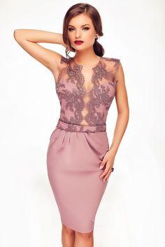 Rochie Lilly - Accentueaza-ti feminitatea cu o superba rochie de ocazie midi in tonuri dulci lila. Confectionata din triplu voal si cu bust din dantela, rochia midi de ocazie impresioneaza prin rafinament, eleganta si stil. Simplu de purtat si accesorizat, rochia midi de ocazie in tonuri pastel este alegerea perfecta pentru o gama variata de evenimente - de la petreceri formale, la cocktailuri, nunti, botezuri sau cununia civila. Livrare incepand cu data de 10 iunie. Colectia Rochii de…