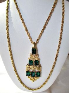 CROWN TRIFARI GREEN EMERALD COLOR GLASS WATERFALL STYLE SIGNED NECKLACE GORGEOUS