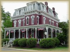 Lovelace Manor Bed and Breakfast Pin Pointed in Lancaster PA for all your favorite attractions. Lancaster Hotel, Lancaster County, Victorian Bed, Victorian Homes, Spooky Nook Sports, Lancaster Pennsylvania, Queen Room, Flat Panel Tv, Amish Country
