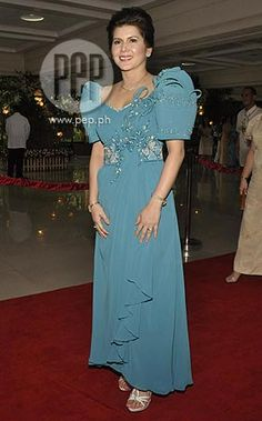The entertainment news and lifestyle website in the country covers everything showbiz, anything relevant and helpful to its readers, and all things extraordinary. Modern Filipiniana Dress, Filipiniana Wedding, Wedding Themes, Wedding Gowns, Barong Tagalog, Filipino Fashion, Evening Dresses, Formal Dresses, Traditional Dresses