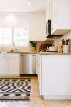 14 Concrete Countertops That Prove This Material Suits Any Decor Repainting Kitchen Cabinets, Kitchen Cabinets In Bathroom, Diy Kitchen, Kitchen Decor, Kitchen Ideas, Kitchen Trends, Kitchen Inspiration, Concrete Countertops, Kitchen Countertops