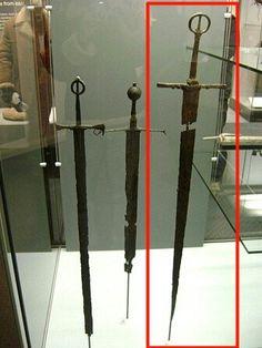 Irish Swords in the Ulster Museum Swords And Daggers, Knives And Swords, Irish Costumes, Celtic Sword, Irish Images, Arming Sword, Medieval Swords, Irish Clothing, Irish Warrior