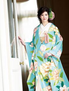 優雅にまとう 大人のためのきものスタイル | ウエディング | 25ans(ヴァンサンカン)オンライン Japanese Costume, Japanese Kimono, Japanese Outfits, Japanese Fashion, Wedding Kimono, Japanese Beauty, Japanese Style, Traditional Wedding Dresses, Costumes For Women