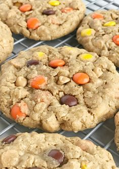 Healthy Protein Snacks That Pack a Punch Low Carb Desserts, Cookie Desserts, Cupcake Cookies, Cookie Recipes, Dessert Recipes, Cupcakes, Soft Monster Cookies, Cookie Monster, Peanut Butter Chips