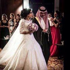 HER DRESS Traditional Gulf Arab Wedding She Looks Stunning