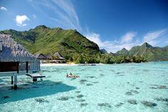 Conheça dez resorts internacionais construídos em paraísos sobre a água