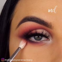 We can't get enough of these vibrant makeup looks! By lippenstift richtig auftragen Makeup Eye Looks, Eye Makeup Steps, Beautiful Eye Makeup, Smokey Eye Makeup, Makeup Eyeshadow, Eyeshadow Makeup Tutorial, Eyeliner Tutorial, Makeup Tutorials, Creative Eye Makeup
