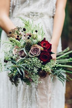 Mixed red and lilac rose wild flower bouquet | Photography by http://missgen.com/