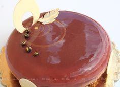 Cioccocaffè biscotto al cacao senza farina. cremoso al cioccolato fondente. bavarese al caffè. bavarese al cioccolato bianco. glassa Barry.