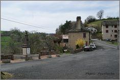 La commune de Lapeyrugue a été créée en 1876 suite au démembrement de la commune de Labesserette.  Le 1er Maire élu fut Hugues FOURNIER en 1876 un petit historique de l'église.              Au point de vue religieux, les paroissiens du fond de la commune, riverains du Goul se rendaient aux offices à Pons. Les habitants du plateau allaient pour leur culte à une petite chapelle à Chausy desservie par la communauté des prêtres du lieu. De cette chapelle détruite depuis longtemps il ne subsiste…