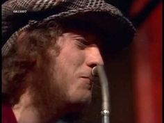 Slade - Coz I Luv You, ein Hit Audio-CD-Sound zu altem Video-Material aus TV-Show. Sound replaced by audio-cd-sound. Tune Music, Music Hits, 60s Music, Music Songs, Paul Stanley Guitar, Noddy Holder, Best Rock Music, Number One Hits, Audio