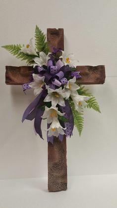 Easter Flower Arrangements, Funeral Flower Arrangements, Easter Flowers, Funeral Flowers, Easter Altar Decorations, Cemetary Decorations, Wreath Crafts, Diy Wreath, Easter Wreaths