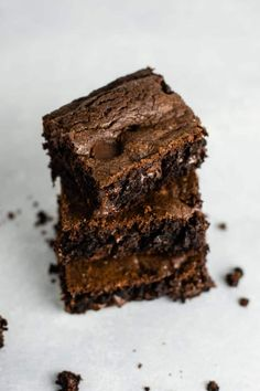 Duncan hines chocolate cake mix brownies – don't have brownie mix on hand? These are so good and so easy to make! Brownie Mix Recipes, Chocolate Cake Mix Recipes, Cake Mix Desserts, Chocolate Fudge Cake, Bar Recipes, Duncan Hines Brownie Mix Recipe, Cake Mix Brownies, Best Cake Mix, How To Make Brownies