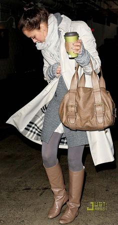 Jessica Alba - She wears the cutest clothes. Fall Winter Outfits, Autumn Winter Fashion, Fall Fashion, Womens Fashion, Winter Wear, Winter Style, Jessica Alba Style, Fall Chic, Actress Jessica
